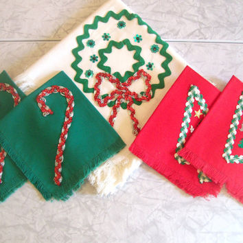 Vintage Holiday Tablecloth and Napkins by jclairep on Etsy