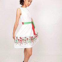 Vintage 1950s White Cotton Day Dress with Italian Flag Red White and Green Details and Floral Embroidery Mexican 0407