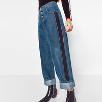 MOM FIT JEANS WITH SIDE STRIPES DETAILS