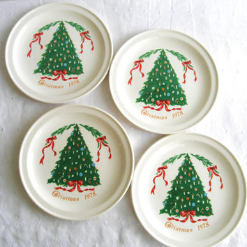 Vintage Christmas Tree Plates By Lillian Vernon Santa Plates Set of 4 Carrigaline Pottery Made in Ireland Christmas Dinnerware 1978