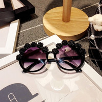 Fashion flower Sunglasses Women Black Flower Sunglasses retro Round Beach Sunglasses For Vacation Summer Style