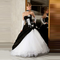 Gothic Black and White Ball Gown Sweetheart Lace Wedding Dresses 2017 Witch Prom Ruffled Bridal Gowns vestido de noiva ZSW145