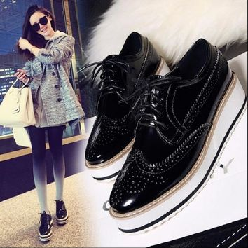 Women Platform Oxfords Brogue Flats Shoes Patent Leather Lace Up Brand Beige Black Silver Creepers Popular Ladies Shoes