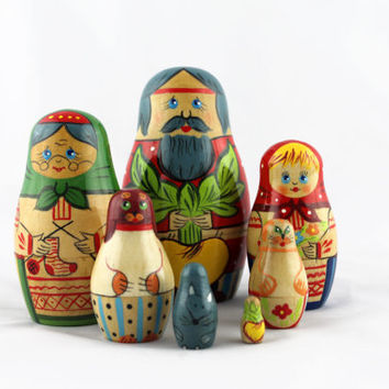 Matryoshka Russian Nesting Doll Babushka Beautiful Tale Turnip Skazka Repka Set 7 Pieces Pcs Hand Painted Wooden Souvenir Handicraft Craft