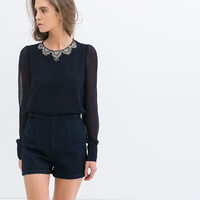 TOP WITH COLLAR DETAIL