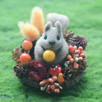 Autumn needle felted squirrel in woodland diorama, fall season mini woodland theme home decor, gift under 25