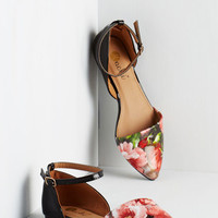 Vivid It Up Flat in Roses | Mod Retro Vintage Flats | ModCloth.com