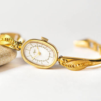 Foliage pattern cocktail watch Ray. Gold shade wristwatch bracelet for women. Evening watch oval face jewelry. 80s wristwatch ornamented