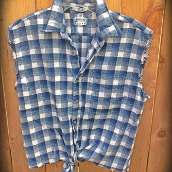 Plaid flannel sleeveless shirt//indie // hipster // grunge // cropped // tied at waist