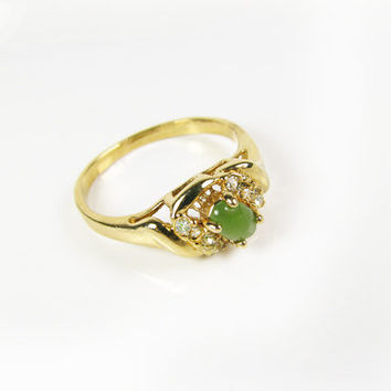 Vintage Jade Green Rhinestone Ring / Affordable Engagement Ring / Size 10.5 Ring - Bague de Strass.