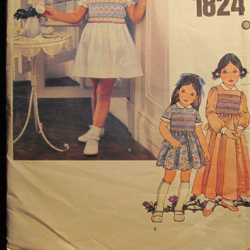 SALE Uncut Little Vogue Sewing Pattern, 1824! Size 5 Girls/Toddlers/Children's/Kids/Collared Dresses/Prairies Style/Transfers/Above Knee Len