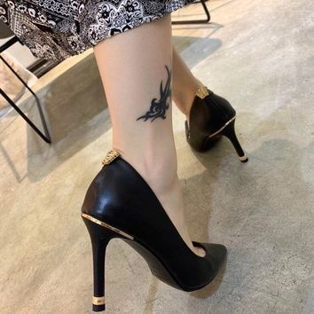 Versace high heels 8.5 heels Black Sheepskin Nude Patent Leather Poined Toe Pumps