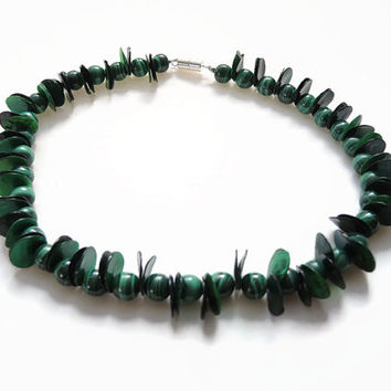 Green malachite necklace, handmade beaded choker made of malachite, mother of pearl, magnetic clasp, modern design: FlorenceJewelshop