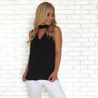 Choker & Collared Sleeveless Blouse In Black