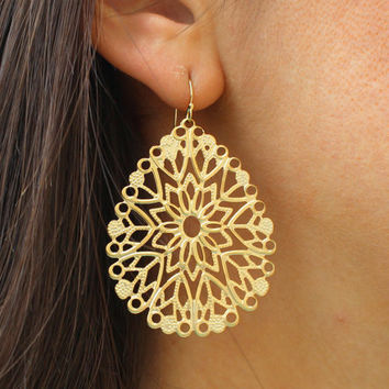 Gold Teardrop Pendant Earrings Filigree - Bridesmaid Earrings - Bridal Earrings Wedding Jewelry - Boho Earrings - Bohemian Jewelry Earring
