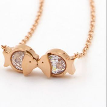 ac NOVQ2A Kiss fish Titanium steel rose gold new mouth fish zircon necklace women's Korean version of the short style of chain anti-allergy accessories.