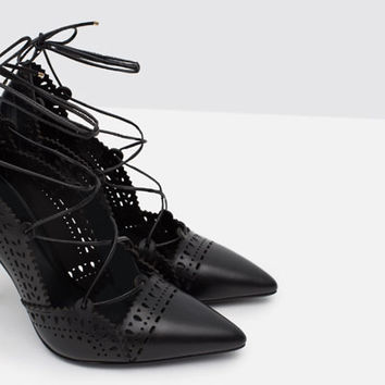 LEATHER HIGH HEEL SHOES WITH PERFORATED DETAIL
