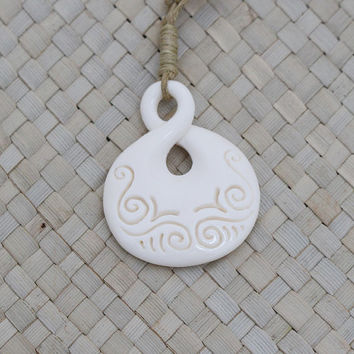 Simple Carving Maori Single Twist Pendant, Bone Pendant, Bali Carving Jewelry