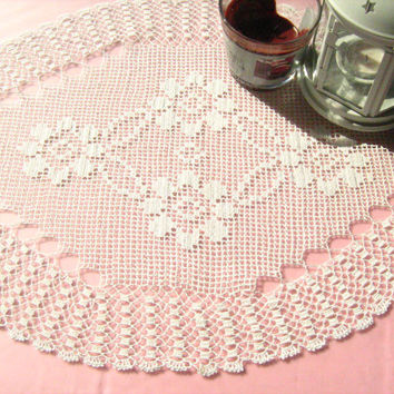 RUNNER // Crochet Table runner, Oval Doily, New home gift, brooken white, Lovely doily ,decoration ,flower,gift idea.