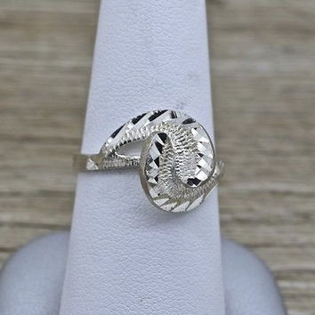 Vintage Sterling Silver Modern Design Ring with Diamond Cut Accents 925 Jewelry