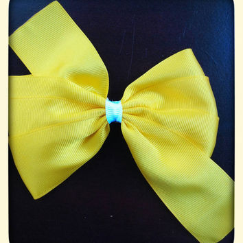 Yellow 4 inch boutique pinwheel bow for babies toddlers girls on alligator clip