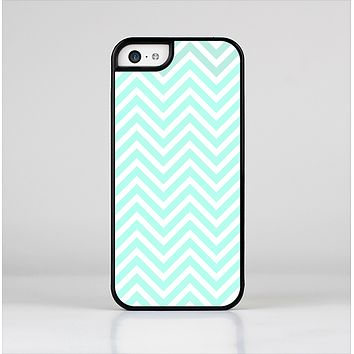 The Light Teal & White Sharp Chevron Skin-Sert Case for the Apple iPhone 5c