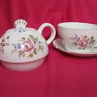 Lane End Fine Bone China Stackable Tea Set for One, Pink Roses