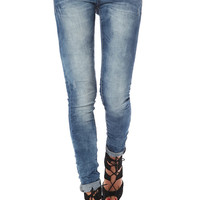 Low rise skinny jean with crinkled effect