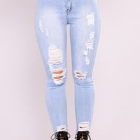 Carmenita Distress Jeans - Light Wash