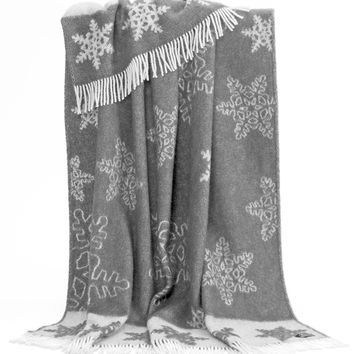 NEW Snowflake Tasselled Throw