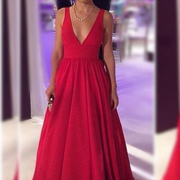 B| Chicloth V-neck Red Long Sleeveless Open-Back Evening Dresses
