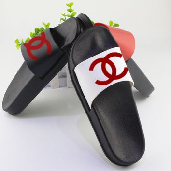 Chanel cool slippers CC flat, flat bottom, soft surface, wearable rubber beach, cool women.White/red