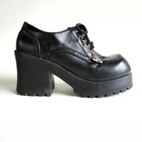 Size 7 90s Club Kid Platforms with Silver Charms, Lace Up Shoes by Soda
