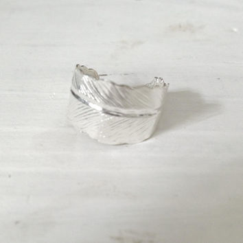 Feather Ring in Silver, Adjustable Bohemian Jewelry Boho Chic, Festival Accessories, Shiny Ring, Lead Free and Nickel Free