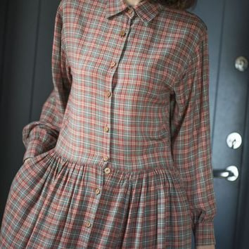 Checked plaid long maxi dress grey red. Vintage preppy dress long sleeve. Size M retro dress peasant. Gingham dress wooden button viscose