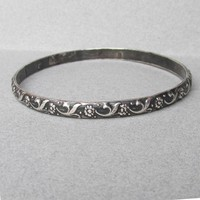 Taxco Mexico 1950's FLORAL Sterling Silver Bangle Size LARGE Bracelet, Signed Eagle 52 Artist Plateria Alejo