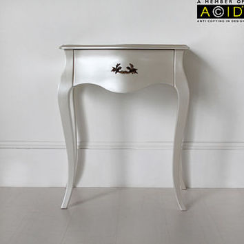 Curvy Bedside Table With One Drawer