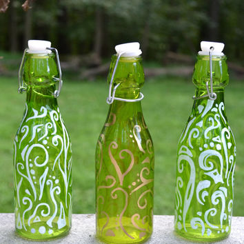 Painted Glass Bottles, Glass Bottles, Colored Glass Bottles, Painted Glass, Home Decor, Living Room Decor, Decorated Bottles, Glass Painting