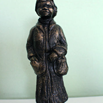 Vintage Saint SARA Figurine, Old Woman Figurine, Woman Statue, Patina Brass Lady Figurine, Catholic home decor, Religiuos
