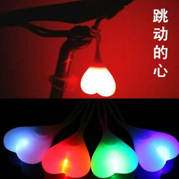 Outdoor Warning Lights LED Silicone Heart Shape Bicycle Riding Tail Lamp Hiking Running Backpack Hanging Lamp