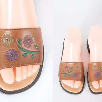 Vintage 1970s Leather Sandals / 1970s Leather Shoes / Stamped Leather Flats / 70s Boho Sandals / Brown Leather / Backless Slides / Hippie