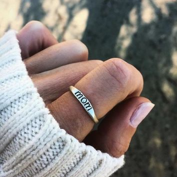 Dainty Mom Ring