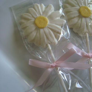 12 White Chocolate Daisy Lollipops Wedding Briday Anniversary Garden Tea Party Favors