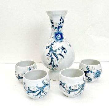 Vintage blue and white china sake a set retro antique Andrea by Sadek made in Japan decanter and cups set