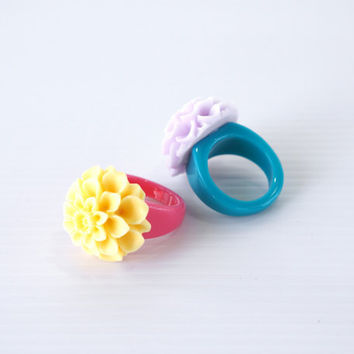Best Friend Ring, Resin Flower Ring Size 6, Chrysanthemum Ring, Plastic Ring, Yellow Flower Ring, Light Purple Flower Ring