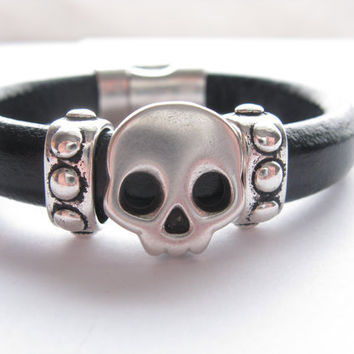 Regaliz Thick Leather and Metal Cuff/Bracelet, Black Leather, Skull, Unisex