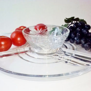 Large Clear Glass Divided Round Serving Plate and Bowl Set Vintage Vegetable Tray Platter Daisy Pattern Dressing Sauce Bowl Serving Dining