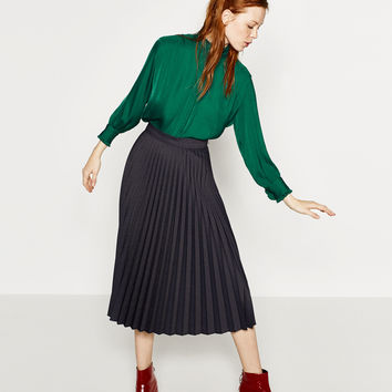 PLEATED SEMI-LONG SKIRT DETAILS