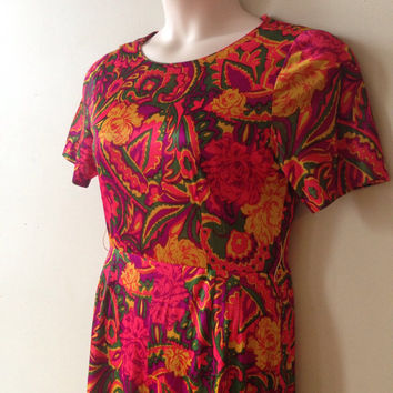 Pink 60s Vintage Romper in Psychedelic Print Festival Jumpsuit with Floral Pattern