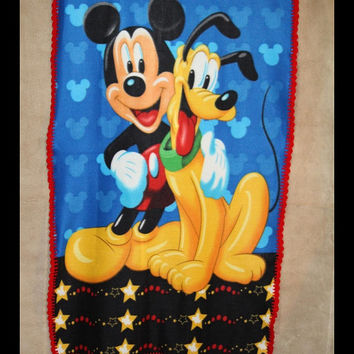 Disney Mickey Mouse and Pluto - Friendship Fleece Blanket
